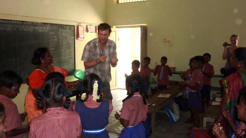 56 Peter aan het lesgeven